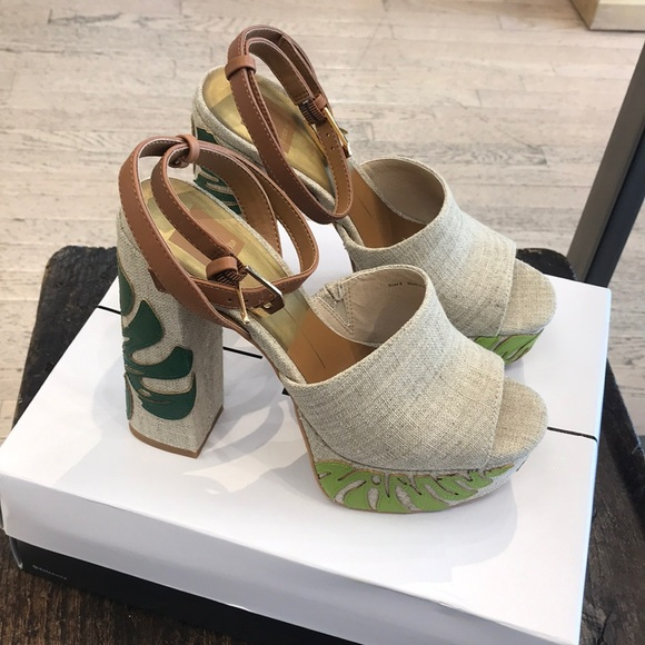13224fe5e5cc NEW Dolce Vita Platforms with tags